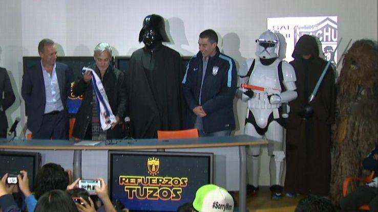 Pachuca revelou a nova contratação, Omar Gonzalez, como Darth Vader.