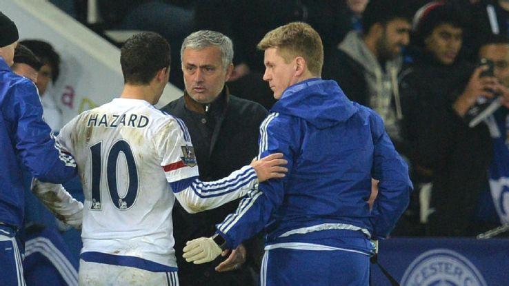Eden Hazard não gostou muito da substituição no jogo contra o Leicester