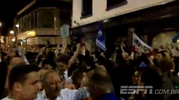 Alegria e loucura! Imagen da festa nas ruas de Leicester