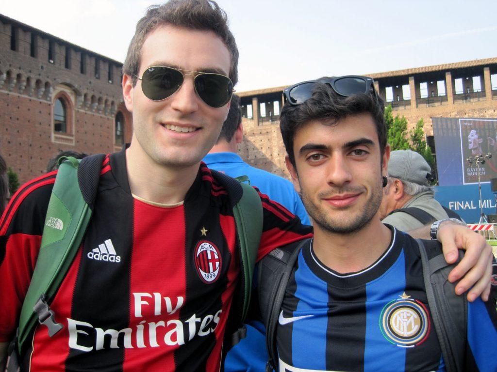 Os estudantes de engenharia Andrea Pietra (torcedor do Milan) e Luigi Ghiani afirmam que é incomum as pessoas se referirem ao estádio pelo nome de Meazza.