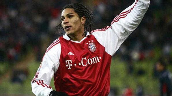 Aos 18 anos, Guerrero se transferiu para o Bayern de Munique, onde só foi artilheiro na equipe B: 21 gols na quarta divisão alemã de 2003-04