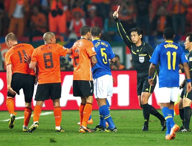 O Brasil até que começou bem o jogo contra a Holanda, porém duas falhas cruciais custaram a vaga na próxima fase da seleção canarinho.