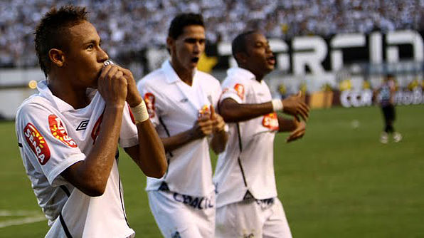 Em 2010, Robinho foi campeão da Copa do Brasil com o Santos: atacante, porém, perdia o protagonismo para os jovens Neymar e Ganso