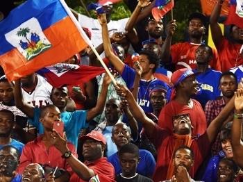 Torcida do Haiti faz festa contra a Jamaica
