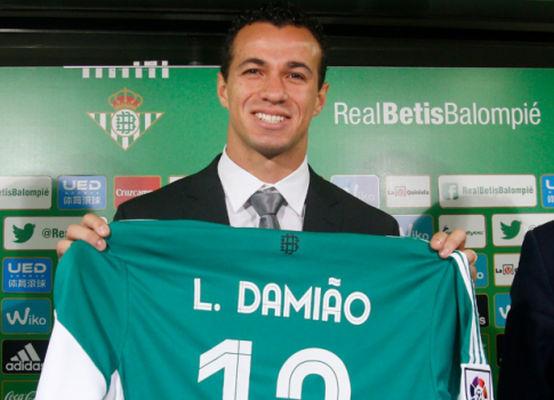 No início de 2016, jogador foi empresado ao Betis, mas disputou apenas três partidas no clube espanhol