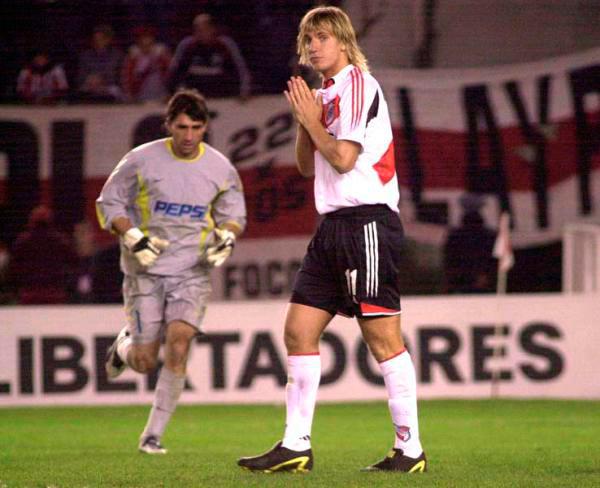 … E deixa Maxi López aflito: o Boca estava com os pés na final.