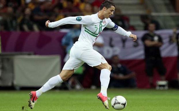 Nos dias atuais, Cristiano Ronaldo consegue correr a 37km/h em um jogo. Há 30 anos, jogadores de alto nível chegavam no máximo a 13k/h.