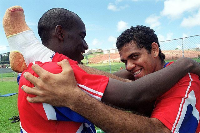 Daniel Alves foi revelado pelo Bahia em 2001 e hoje disputa a Champions League com a camisa da Juventus