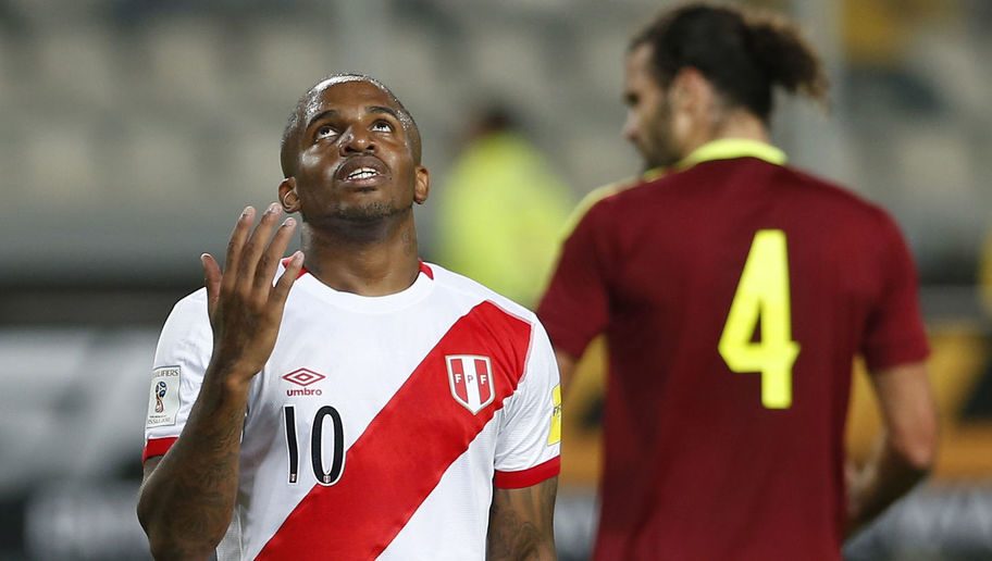 Peru's Jefferson Farfan (L) gestures during the Russia 2018 FIFA World Cup South American Qualifiers' football match against Venezuela, in Lima on March 24, 2016.     AFP PHOTO / LUKA GONZALES / AFP / Luka Gonzales        (Photo credit should read LUKA GONZALES/AFP/Getty Images)