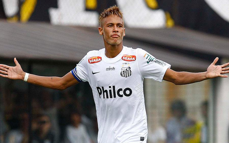 Neymar jogou cinco temporadas no Santos antes de se transferir para a Europa por R$ 254 milhões