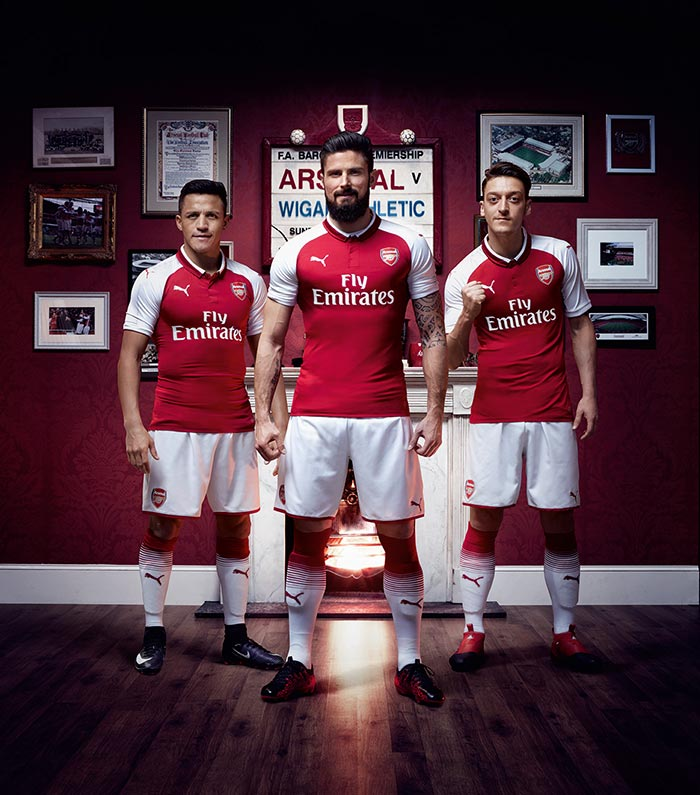 Alexis Sanchez, Olivier Giroud e Mesut Ozil são os modelos na nova camisa do Arsenal