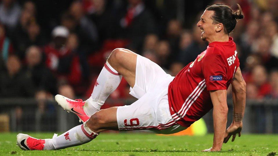Zlatan Ibrahimovic se lesiona jogando pelo Manchester United