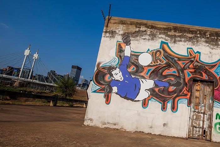 Mural em homenagem a Buffon com a nova camisa da Itália em Joanesburgo