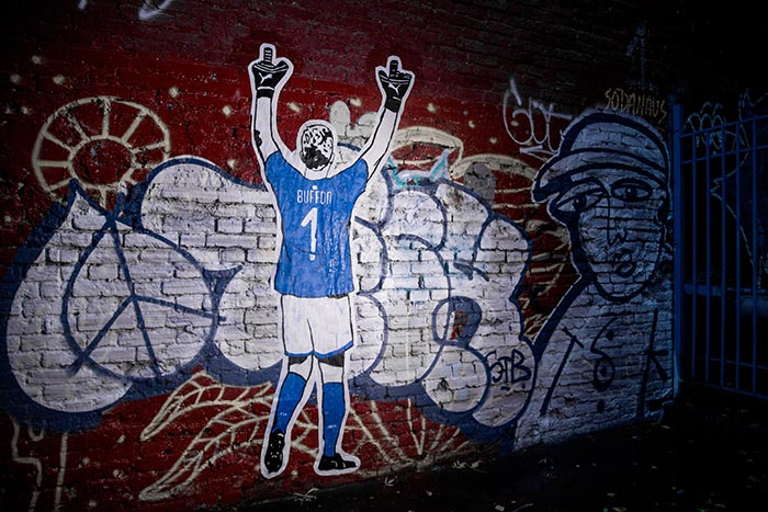 Mural em homenagem a Buffon com a nova camisa da Itália em Moscou