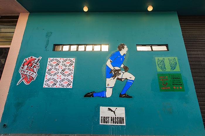 Mural em homenagem a Buffon com a nova camisa da Itália em São Paulo