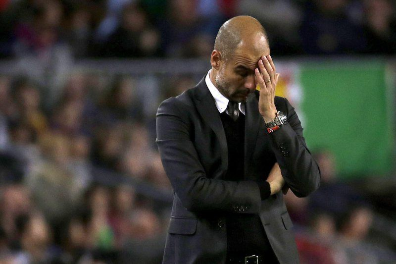 Pep Guardiola se lamenta no Manchester City