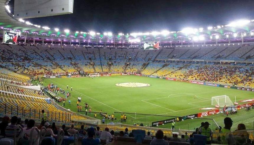 estádio com torcida do Flamengo