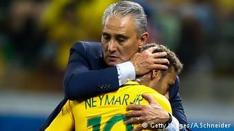 """Tite e Neymar - O mestre e seu protegido: """"Melhor treinador com quem trabalhei"""", afirmou Neymar em entrevista recente."""