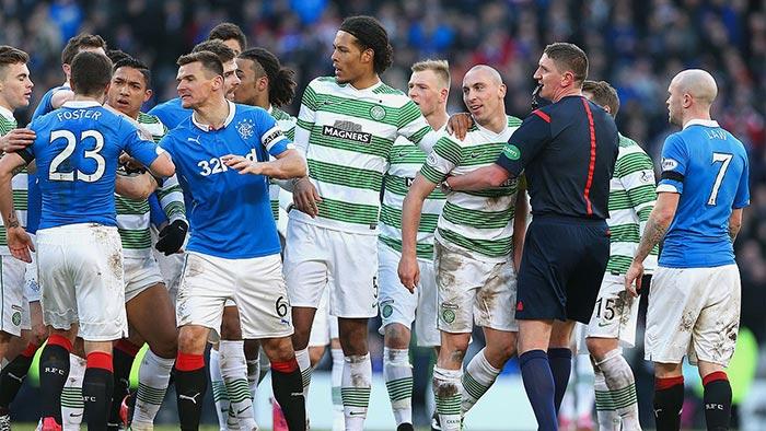 Briga em jogo de Celtic vs Rangers