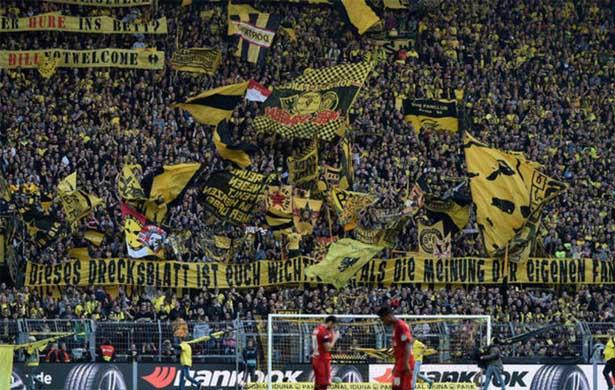 Borussia Dortmund - Muralha Amarela, uma das torcidas mais fiéis do mundo
