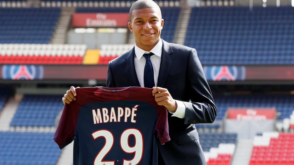 Kylian Mbappé assina pelo PSG