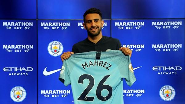 Ryad Mahrez assina pelo Manchester City